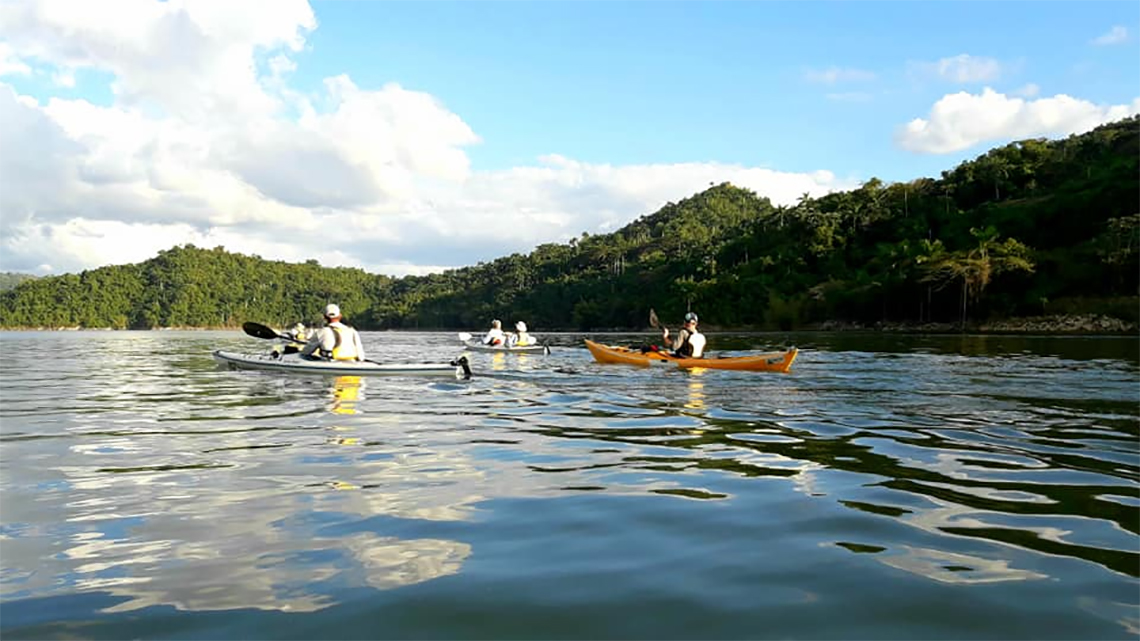 Preparing our kayaks to paddle in La Boca very near Trinidad de Cuba