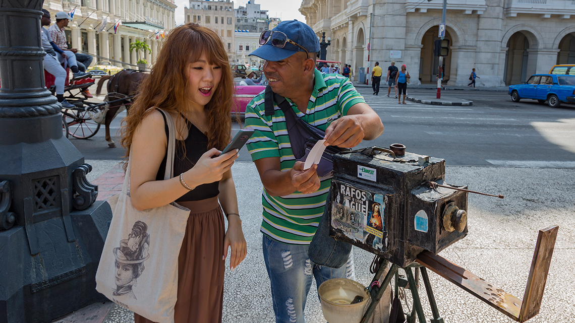 Tourist talking to one of the photographers offering vintage photography in Parque Central