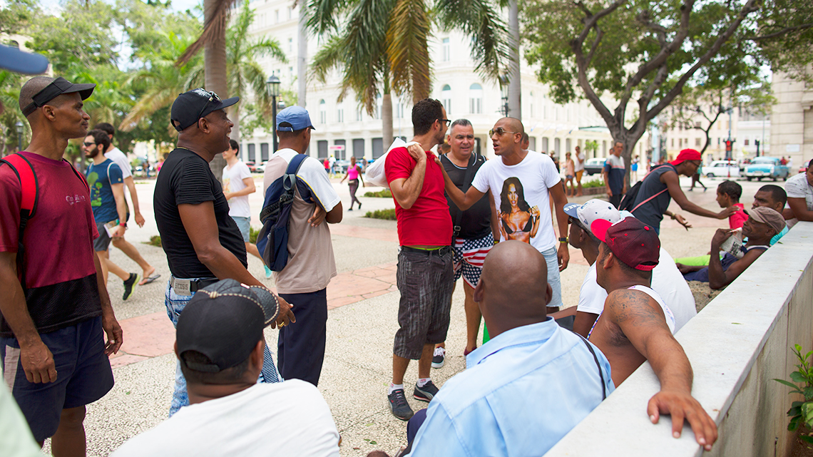 Cubans exchange views on 'La Esquina Caliente' in Havana's Parque Central