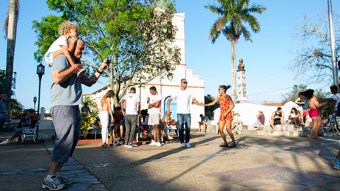 Vinales main square is always full of music, a place where locals and tourist mingle