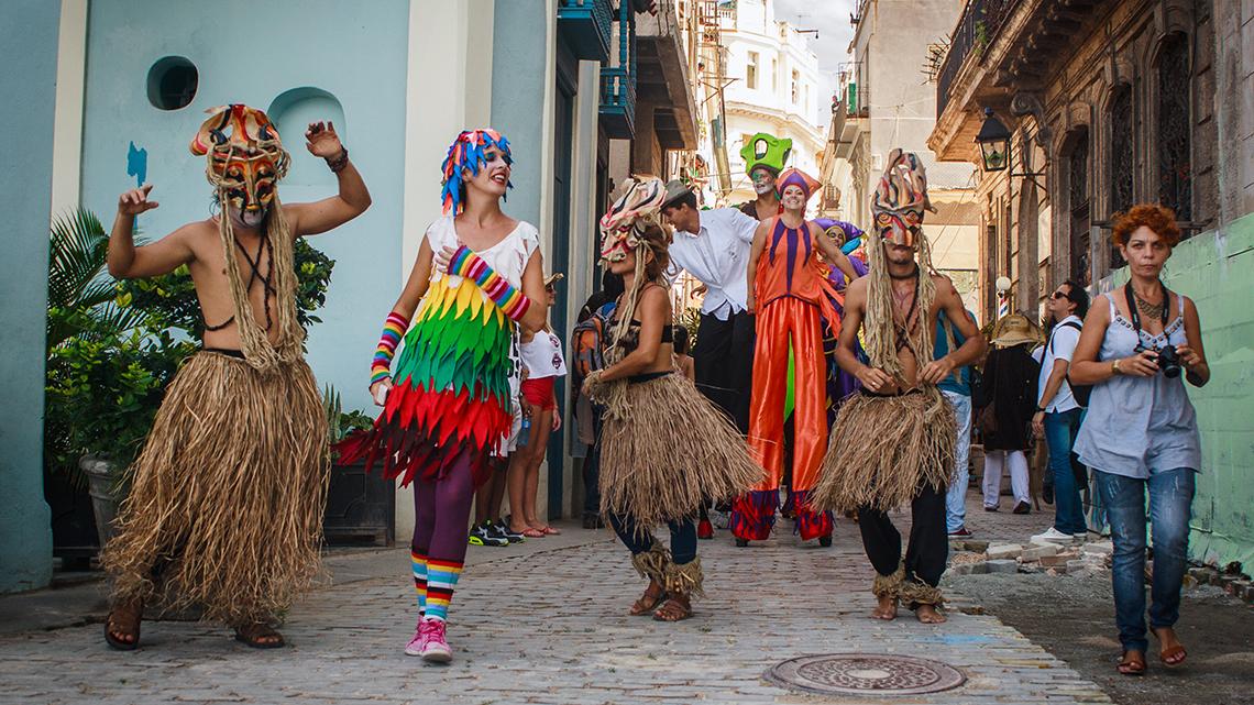 Local artist in Callejon del Angel in a cultural event sponsored by Arte Corte
