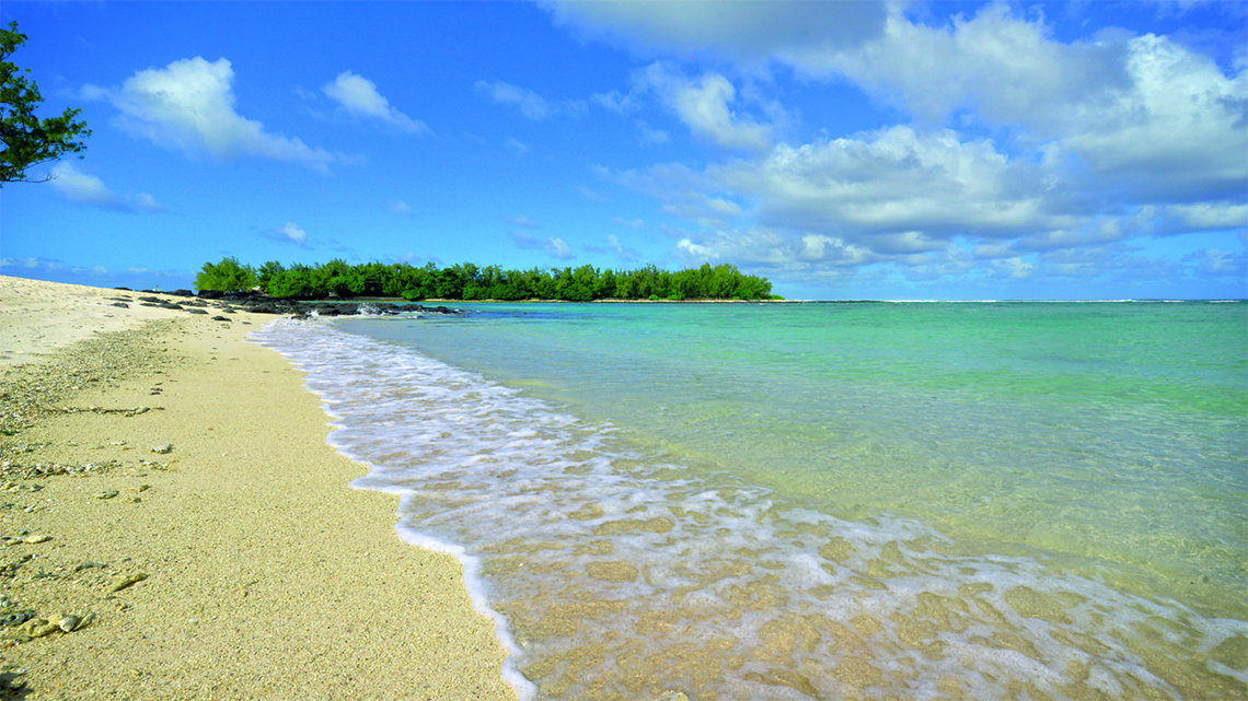 Wonderful, clear waters of Blue Bay Beach near the Shandrani Beachcomber Resort and Spa